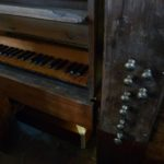 Tastiera e meccanica dei registri dopo il restauro e rimontaggio