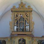 Lo strumento restaurato e ricollocato in cantoria.