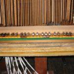 Tastiera restaurata e collegata al somiere con la tiranteria in faggio originale.