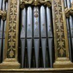 Particolare della decorazione delle canne di facciata dopo il restauro.