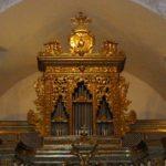 Lo strumento ricollocato in cantoria, dopo il restauro.