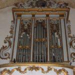 Vista complessiva dello strumento prima del restauro.Si osservi la ridipintura successiva della cassa e della cantoria.