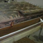 Particolare somiere maestro dopo il restauro; lo zoccolo con trasporti fu applicato sulla coperta per abbassare il corista.