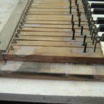 Stuccature in Araldite su telaio e leve della tastiera