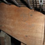 Monogramma FDO e data 1877 a matita su catenacciatura tastiera